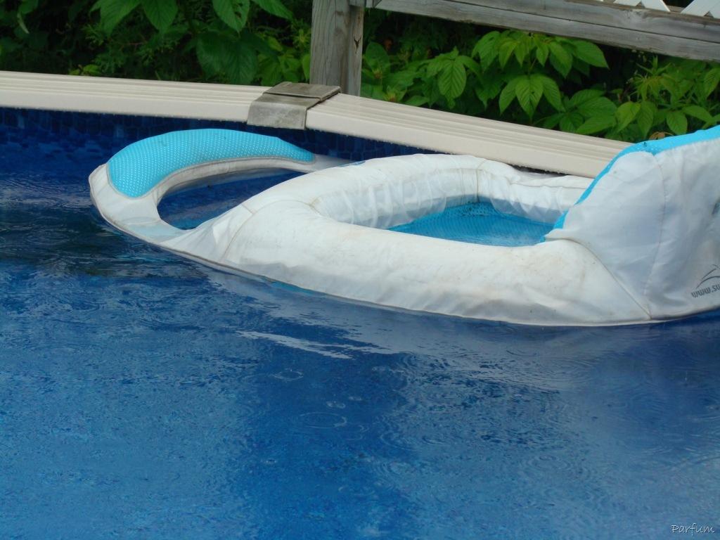 The blue tag parfum - Chaise flottante pour piscine ...